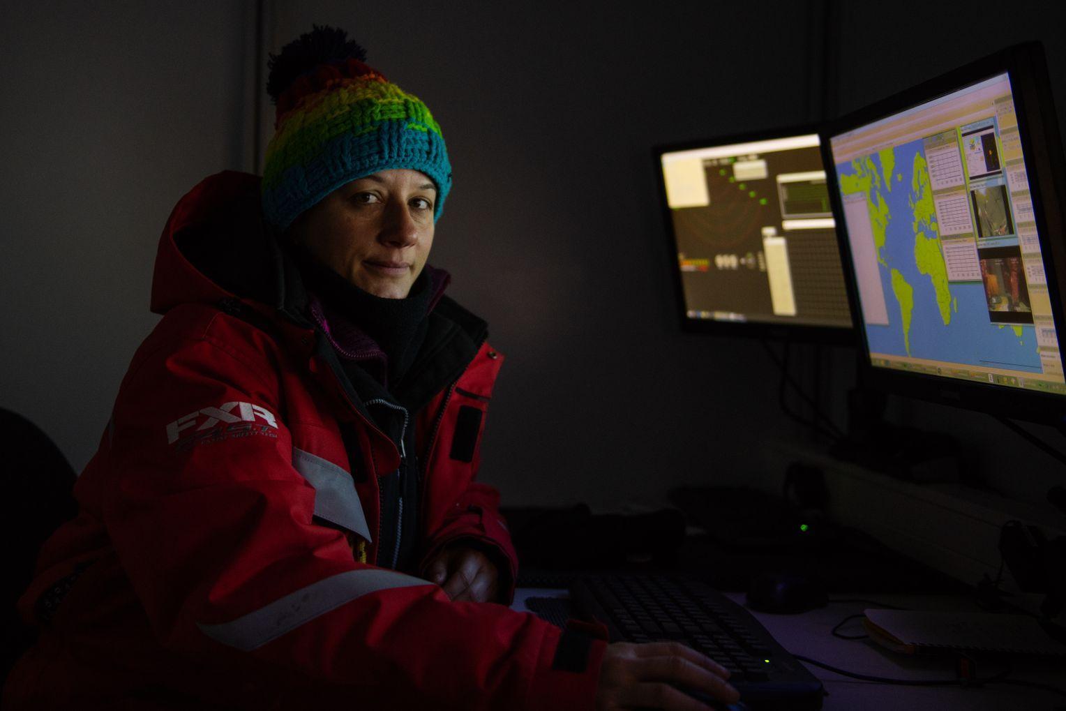 Julia Regnery in ihrer Kontrollhütte,... Foto:Esther Horvath