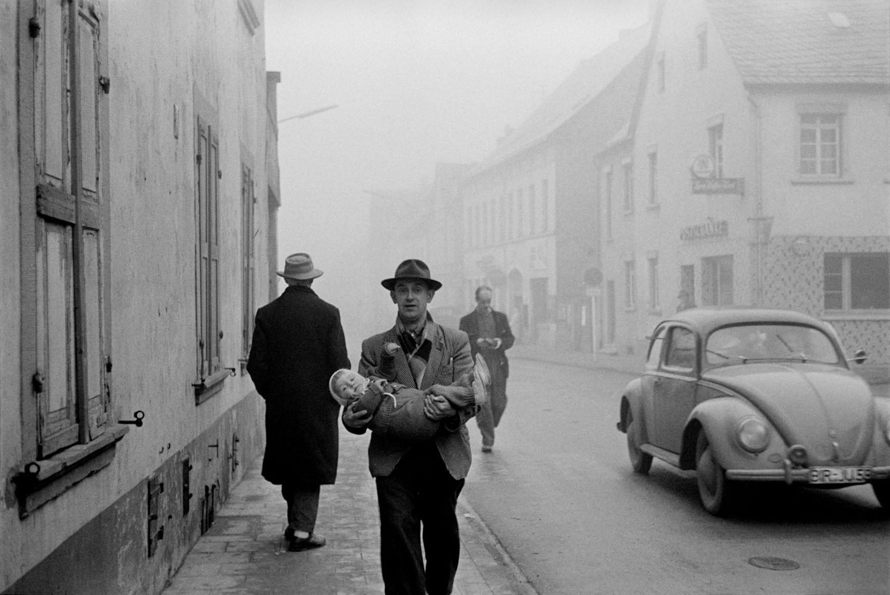 René Burri: Eine Stadt in Rheinland-Pfalz, 1959.