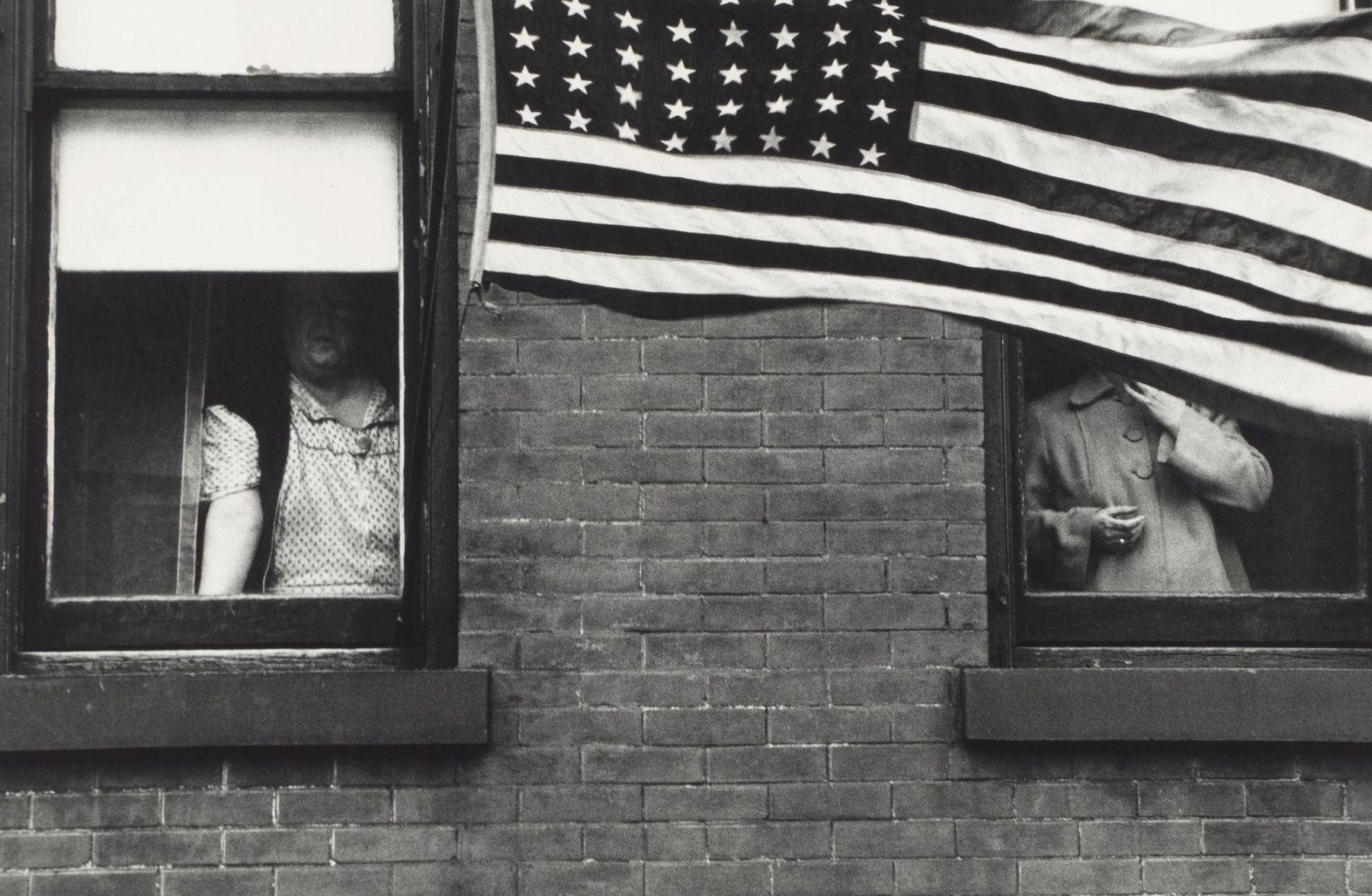 Robert Frank: Parade – Hoboken, New Jersey, 1955.