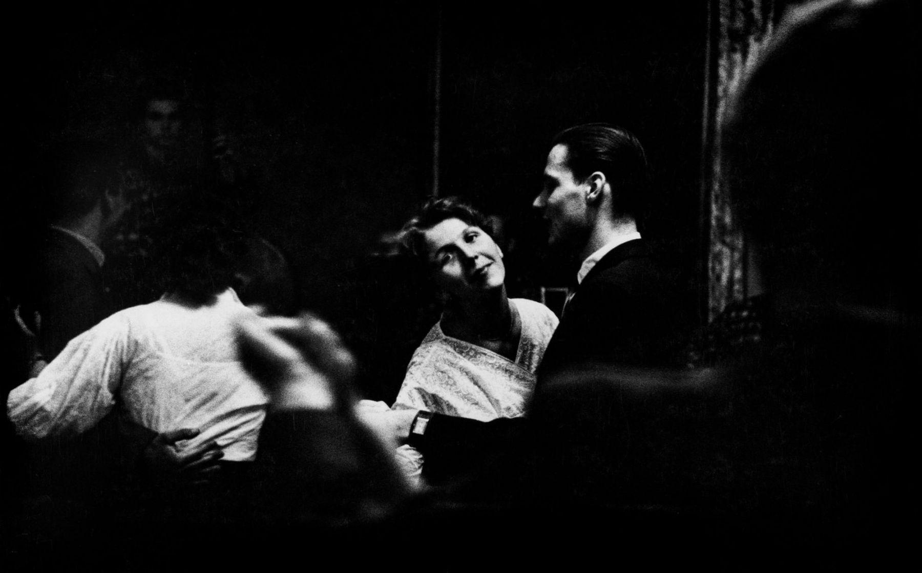 René Burri: Tanzcafé in Weimar, 1957.