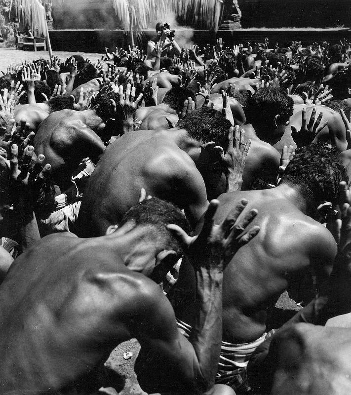 Tänzer auf Bali bei einer rituellen Zeremonie